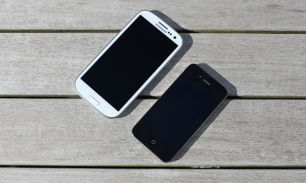 Samsung S III met iPhone 4