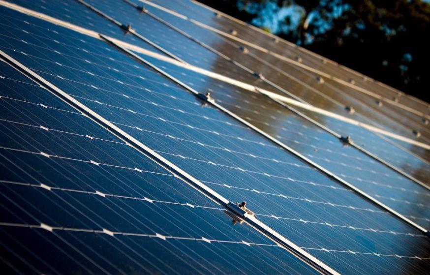 zonnepanelen, zonnepannen, innovatie, onzichtbare zonnepanelen