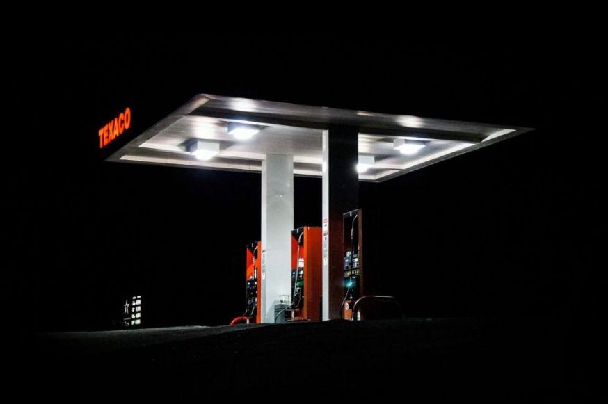 Benzinpomp. Routenet is het ultieme middel om hoge benzinekosten voor te zijn.